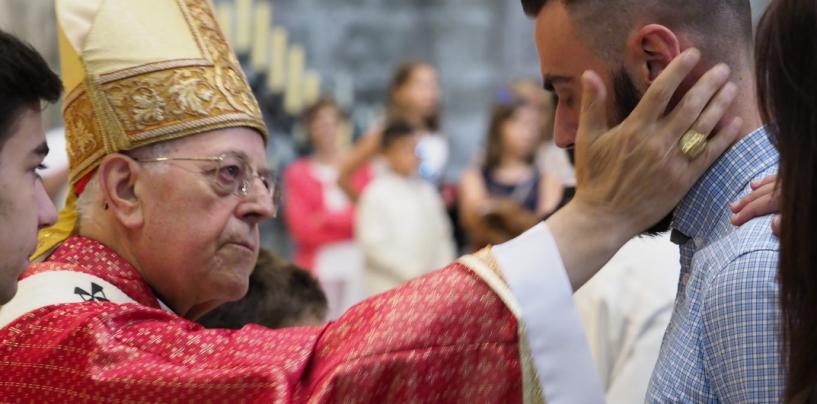 Celebración de las confirmaciones el día de Pentecostés