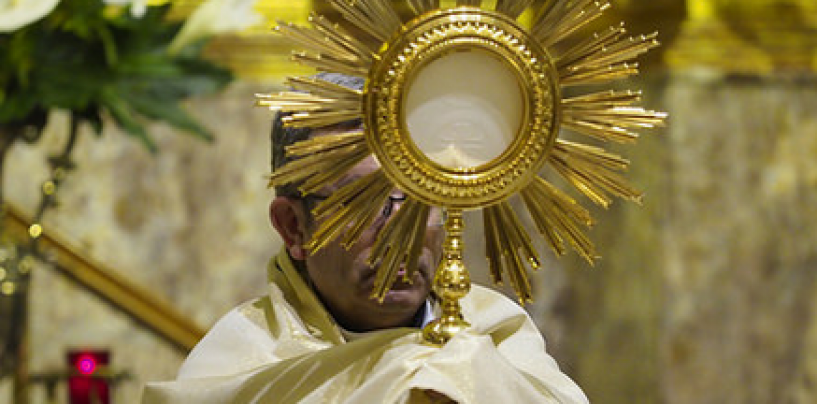 Don Luis Argüello oficia las Vísperas Solemnes del Sagrado Corazón de Jesús