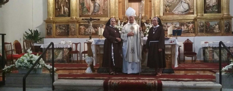 Don Ricardo Blázquez preside la profesión solemne de una religiosa clarisa en Las Isabeles