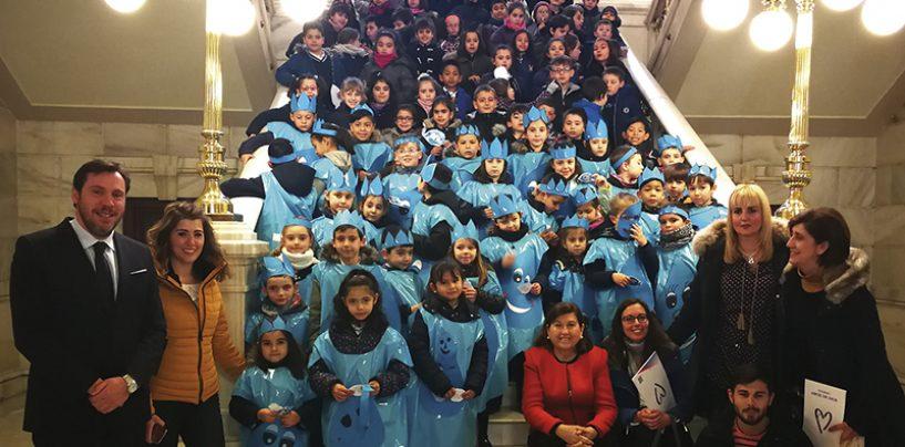 El alcalde recibe a los niños del colegio Amor de Dios en el marco del Día Mundial del Agua