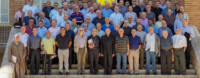 Cerca de un centenar de sacerdotes asisten en Villagarcía al encuentro de principios de curso convocado por don Ricardo