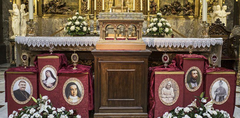 Visita a Valladolid de las reliquias de Santa Margarita de Alacoque y colocación en el altar de seis reliquias
