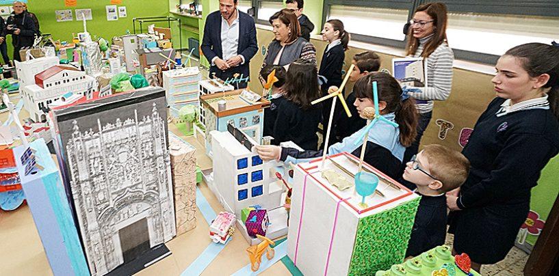 Alumnos del Colegio Amor de Dios han creado una maqueta gigante de la ciudad de Valladolid en el futuro para fomentar su compromiso con la sostenibilidad y el medioambiente