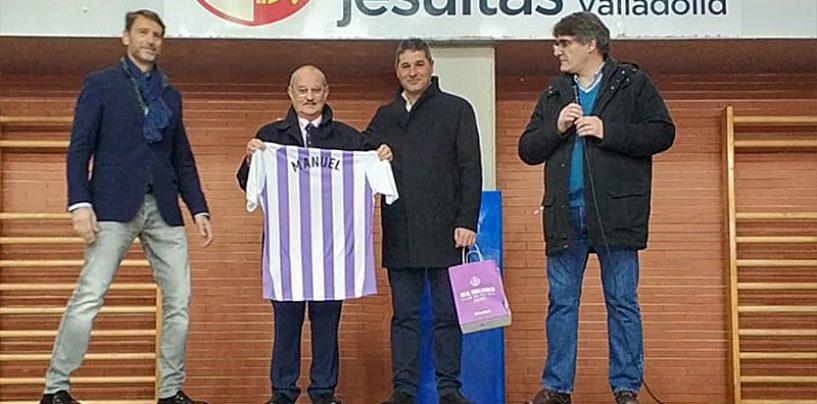 El colegio San José y el deporte de Valladolid homenajean al profesor Manuel Sánchez Cisneros y ponen su nombre al polideportivo del centro