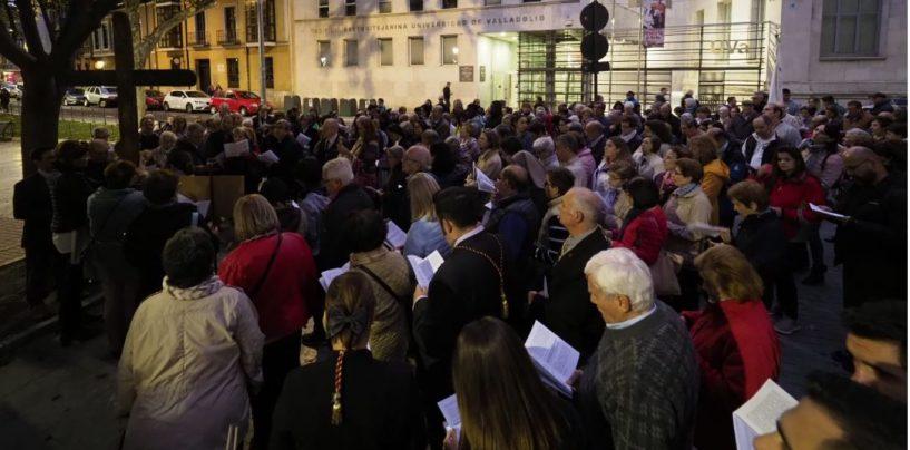 Multitudinario vía crucis con la Cruz de Lampedusa