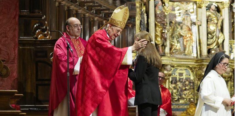 """Don Ricardo clausura el Mes Misionero con el """"envío"""" apostólico a los bautizados"""