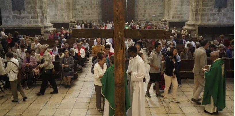 La 'cruz de la vergüenza' inicia su travesía por la diócesis de Valladolid