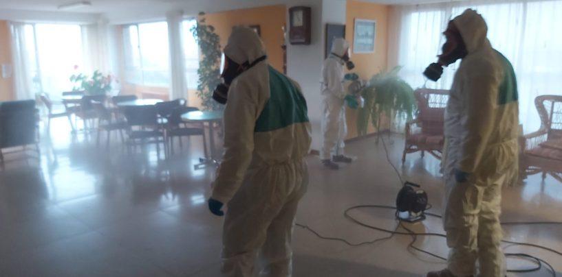 Personal del Ejercito de Tierra desinfecta la Casa de Beneficencia